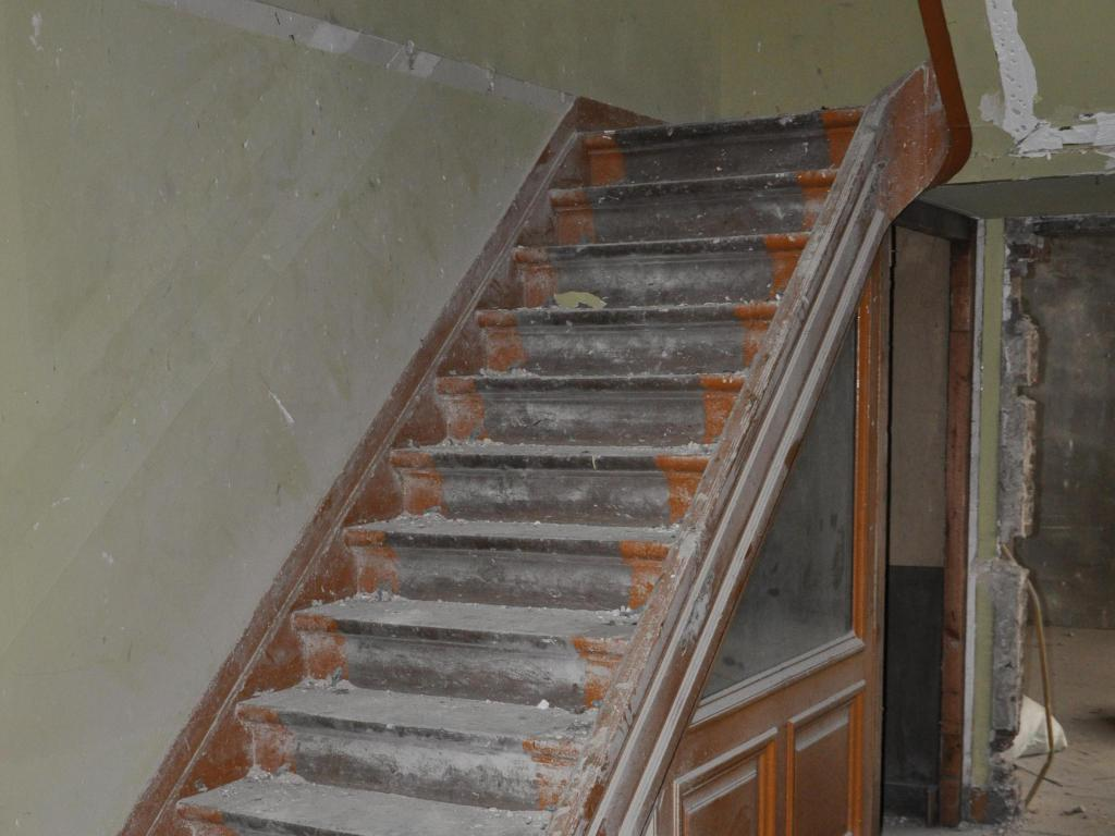 - Stairs before the renovation